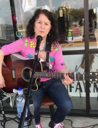 Blanca de Leon plays at Saturday's Sounds of Smithville live music event.                      Photos by Smithville Area Chamber of Commerce